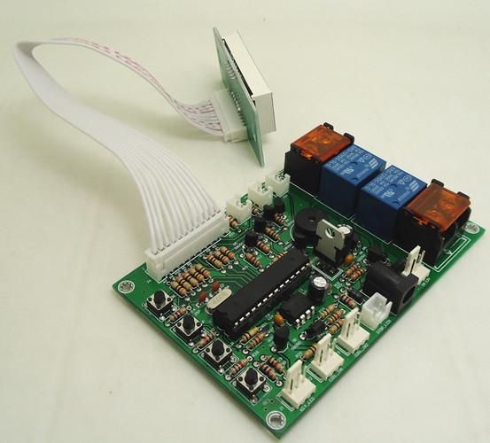 接线方法  1:显示屏 2:白色排线 3:模式01:02暂停接口 4:如接口11达到最大设定值,此接口输出5V 5:电源输出:控制第一通道电磁阀(代码:02) 6:电源输出:控制第二通道电磁阀(代码:03) 7:输入设备:投币器、刷卡器或纸钞器可并接: 黄:直流12V,白:信号线,黑:接地线 8:电源插座:5.